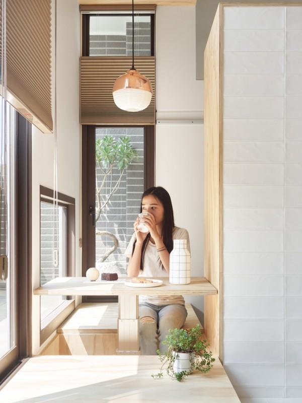 Thiết kế nội thất giá rẻ với nhà ở 35m2 với đồ gỗ tự nhiên 09