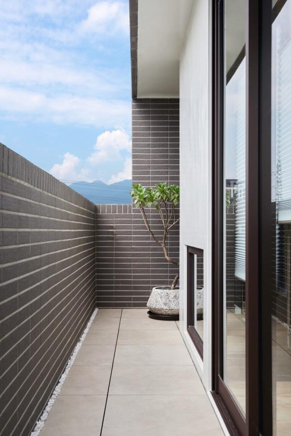Thiết kế nội thất giá rẻ với nhà ở 35m2 với đồ gỗ tự nhiên 12