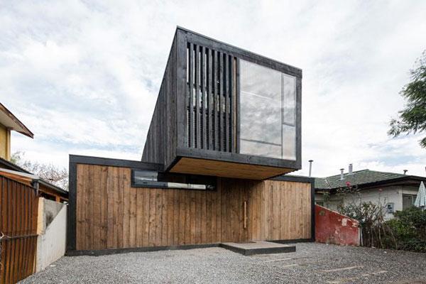 Thiết kế nhà phố bằng gỗ độc đáo với hai khối hộp chữ nhật chéo nhau tại Chile - ảnh 1