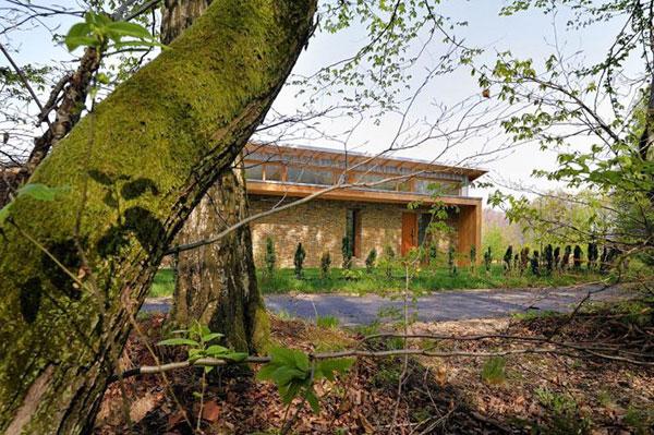 Thiết kế nhà ở thông thoáng nhờ hệ thống cửa kính thông minh